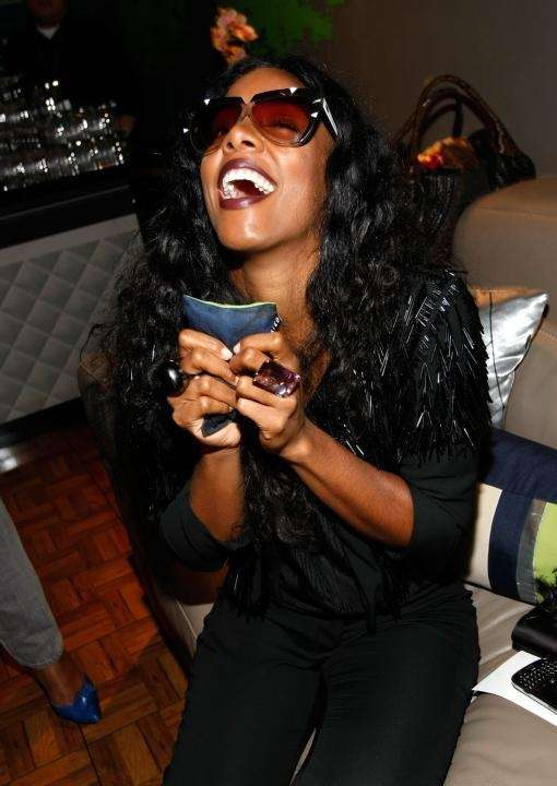 Singer Kelly Rowland attends Fashion Week Spring 2010