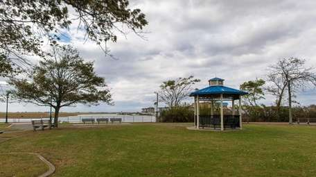 Seaford's Seamans Neck Park features a fishing pier,