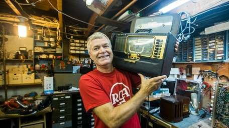Terry Adelwerth shows off a vintage Zenith Trans-Oceanic