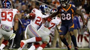 Giants strong safety Landon Collins, center, runs after