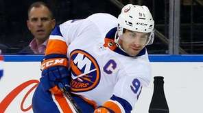 Islanders center Brock Nelson celebrates his first-period goal