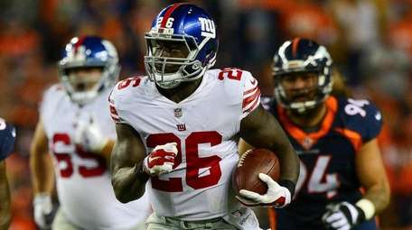 Giants running back Orleans Darkwa runs against the Broncos in a