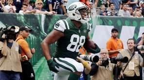 Jets tight end Austin Seferian-Jenkins celebrates after scoring a