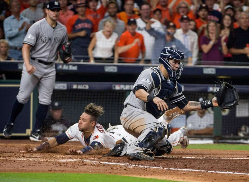 Houston Astros first baseman Yuli Gurriel beats the