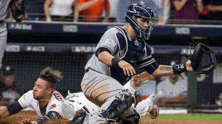 Houston Astros first baseman Yuli Gurriel beats the
