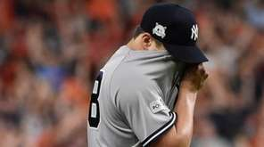 Yankeespitcher Tommy Kahnleafter giving up a home run