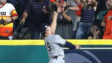 Yankees outfielder Aaron Judge catches a line drive