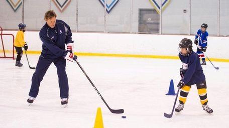 Former Rangers star Ron Duguay skates with Darren