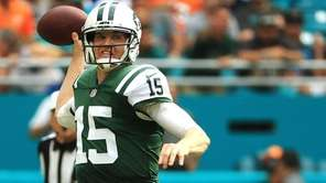 Josh McCown of the Jets passes during a