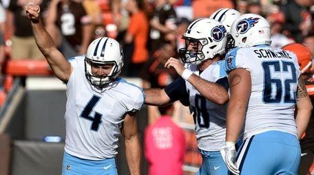 Tennessee Titans kicker Ryan Succop celebrates after making