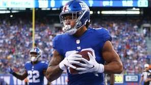 Evan Engram of the Giants catches a second-quarter