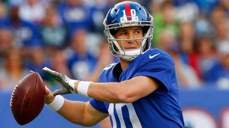 Eli Manning of the Giants throws a passagainst