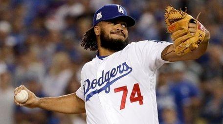 Dodgers closer Kenley Jansen throws to a Cubs