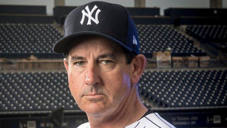 Yankeesbench coach Rob Thomson at spring training at