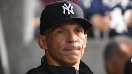 Yankees manager Joe Girardi in the dugout before
