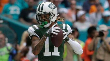Jets wide receiver Robby Anderson scores a touchdown