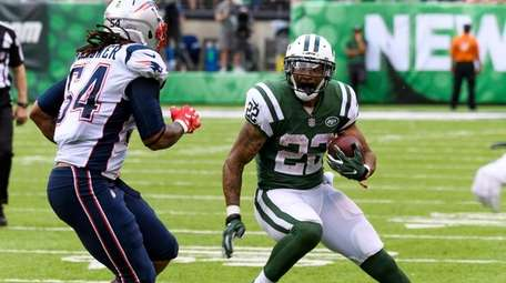 Jets running back Matt Forte tries to