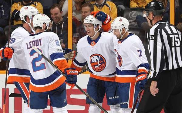 Islanders' Tavares scores natural hat-trick against Predators