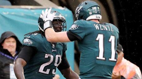 LeGarrette Blount of the Eagles celebrates his touchdown
