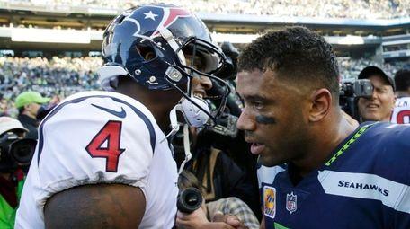 Texans quarterback Deshaun Watsonshakes hands with Seahawks quarterback