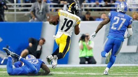 Steelers wide receiver JuJu Smith-Schuster breaks downfield for
