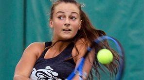 Hewlett?s Rachel Arbitman hits a return to Julia