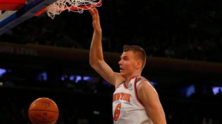 Kristaps Porzingis of the Knicks dunks against the Nuggets