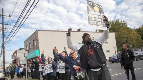Members of TWU Local 252 rally Tuesday, Oct.
