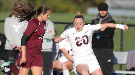 North Shore's Isabelle Glennon (20) and Mepham's Kelsey