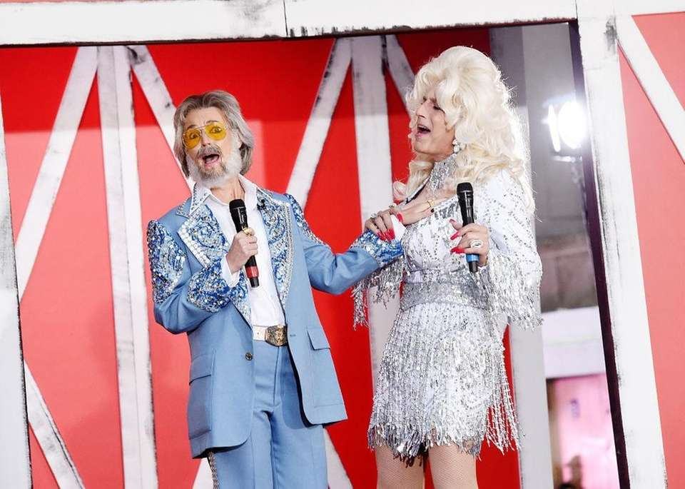 Savannah Guthrie as Kenny Rogers and Matt Lauer