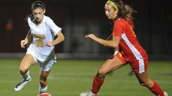 Gianna Russo #10 of St. Anthony's, left, and