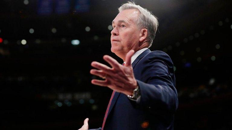 Rockets head coach Mike D'Antoni argues a call