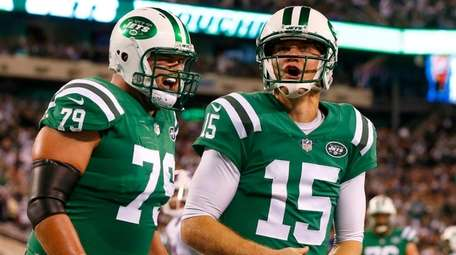 Josh McCown of the Jets celebrates his first-quarter