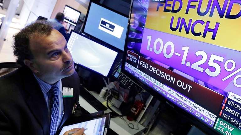 Rising tech stocks send S&P 500 to record, 8th weekly gain ...