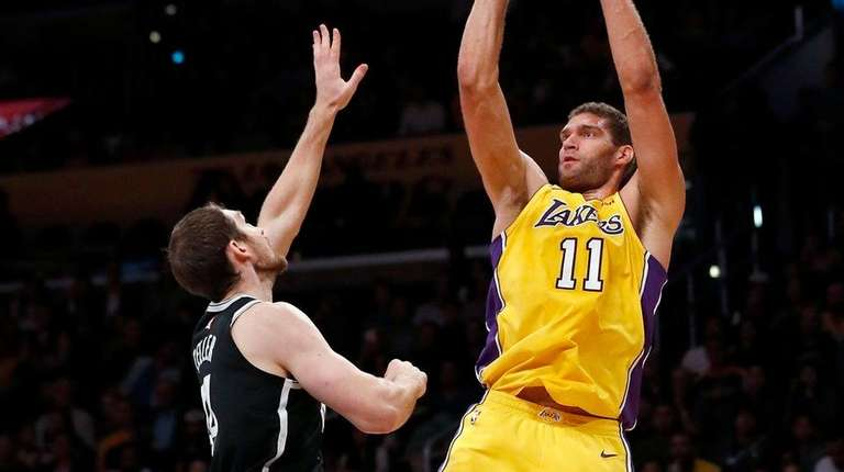 the latest 884f7 e5117 Brook Lopez scores 34 against old team as Lakers beat Nets ...