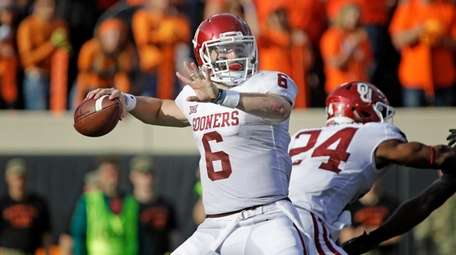 Quarterback Baker Mayfield of the Oklahoma Sooners looks