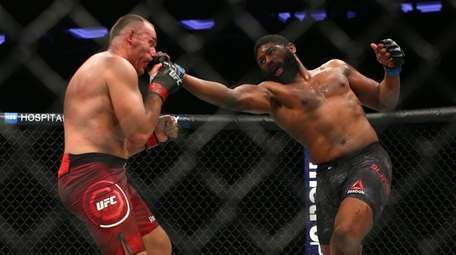 Curtis Blaydes lands a punch against Aleksei Oleinik