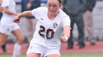 North Shore's Isabelle Glennon takes a shot on
