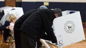 Voters cast their vote at Great Hollow Middle