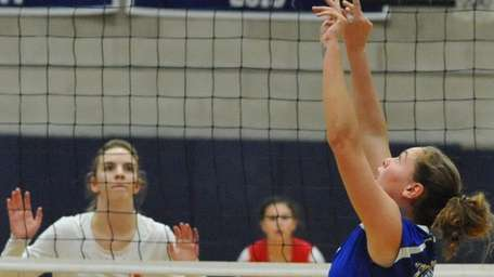 Madison Gale of Kellenberg makes a set during