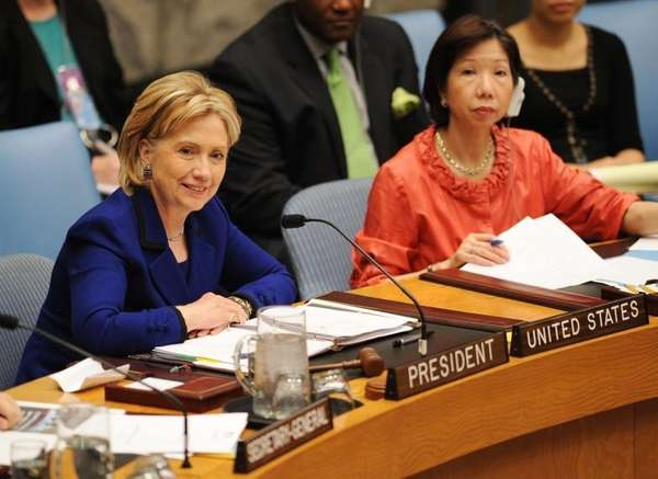US Secretary of State Hillary Clinton (L) chairs