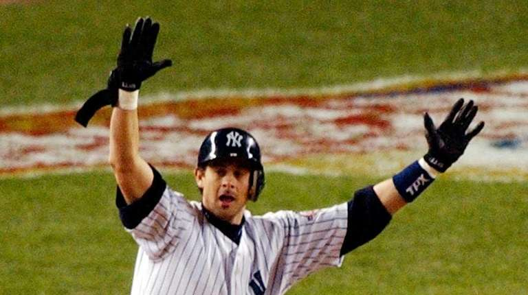 Yankees' Aaron Boone celebrates his game-winning home run