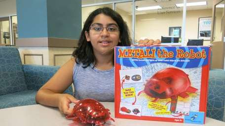 Kidsday reporter Leela Tickoo tests Metali the Robot.