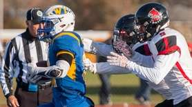West Islip's Joe Rota (#21) scores a touchdown