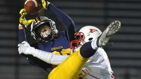 Owen Glascoe #88 of Massapequa, left, makes an
