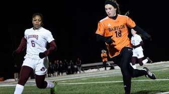 Babylon's Tegan Castelluccio, right, and Aquinas's Travasia Singletary