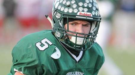 Lindenhurst's Rick Conwayruns the ball in for a
