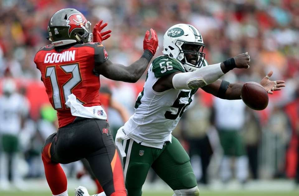 New York Jets inside linebacker Demario Davis (56)