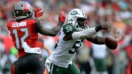 New York Jets inside linebacker Demario Davis (56)