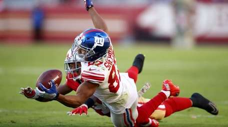 Sterling Shepard of the Giants makes a catch